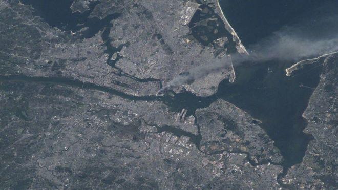 ENASA Foto tomada por el astronauta Frank Culbertson poco después del ataque a las Torres Gemelas
