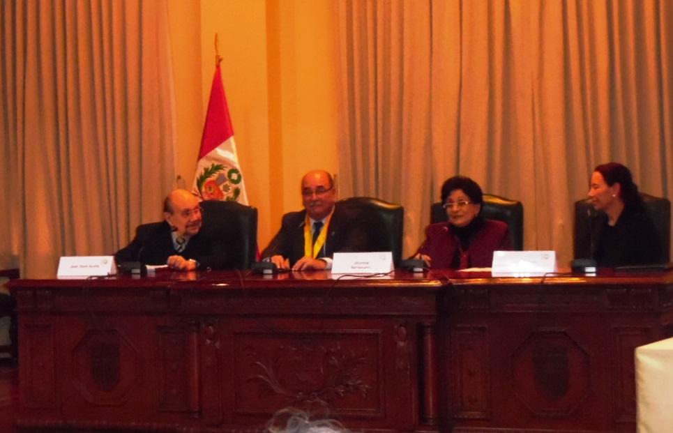 El  antropólogo Dr. Juan Ossio, Regidor de la Municipalidad de Miraflores, la autora del Libro y la Dra. Paloma Carcedo de Mufarech