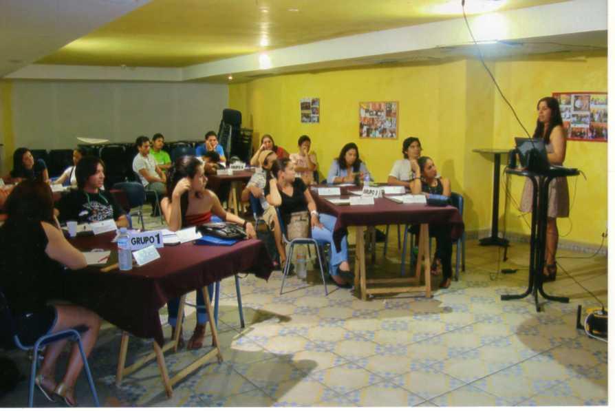 Secuencia de las clases estructuradas con técnica de grupos y enseñanza personalizada, en el Centro Internacional de Estudios Turísticos de Canarias , aplicando tecnología propia y técnicas modernas.