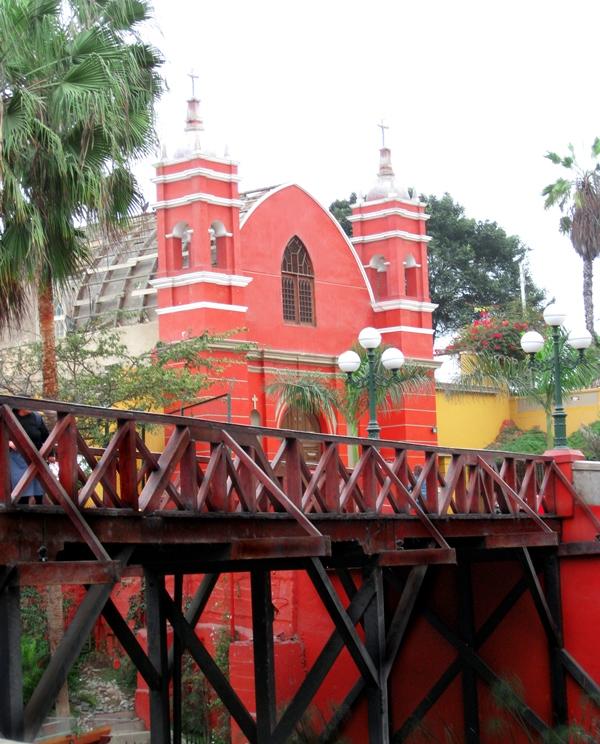 Tradicional Puente de los suspiros y Ermita en Barranco- Lima