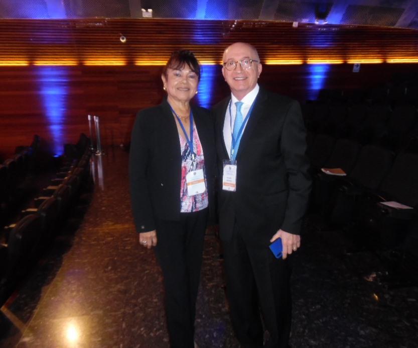 Nuestra Directora y Arnaldo Nardone en en el Auditorio Ccori Wasi de la Universidad Ricardo Palma